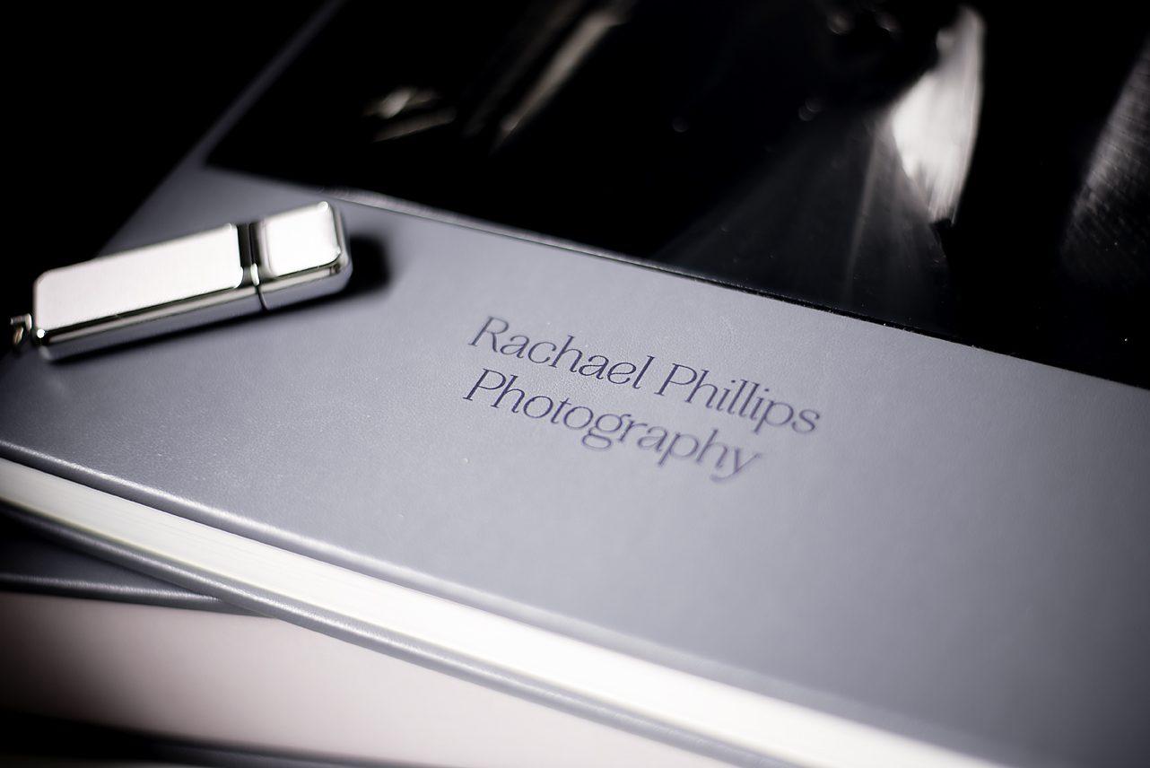 Album front with USB stick